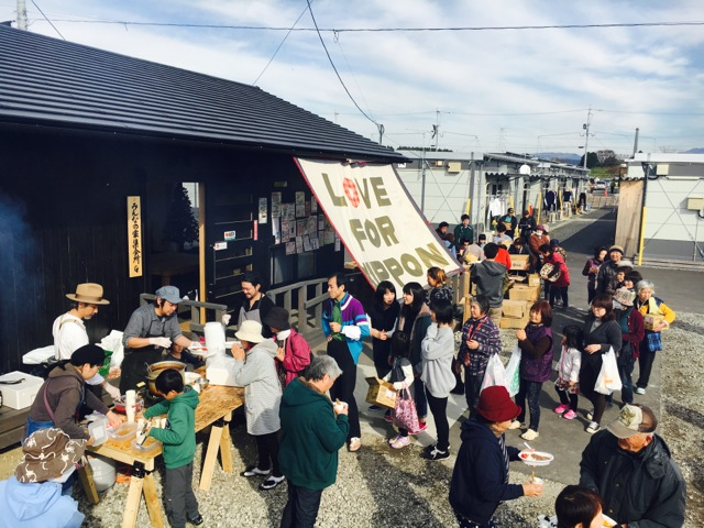 熊本益城町の仮設住宅で炊出し物資提供ロード開催