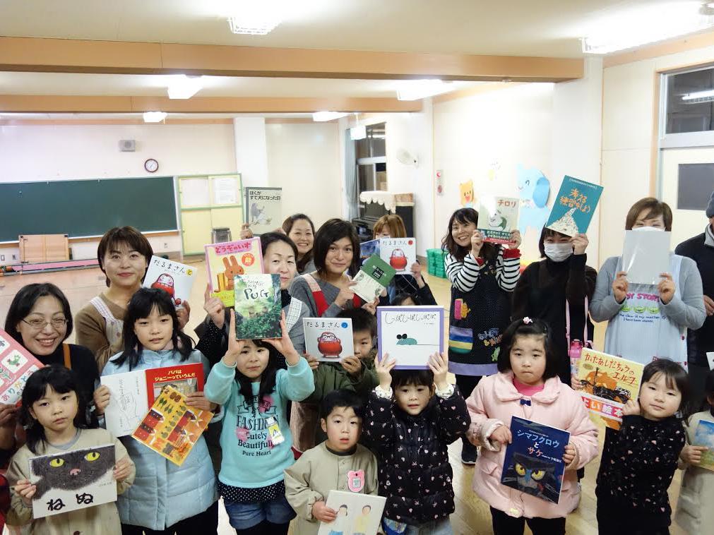 福岡にある器らくや悠遊さんからたくさんの絵本をご提供いただきました